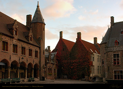Gruuthuse_Museum_Courtyard_at_Dawn_2722