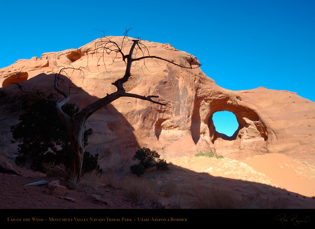 Monument_Valley_Ear_of_the_Wind_X1367