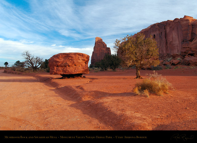 Monument_Valley_Landscape_Mushroom_Rock_X9945
