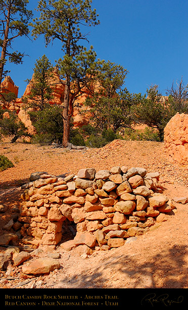 Red_Canyon_Rock_Shelter_Arches_Trail_0781
